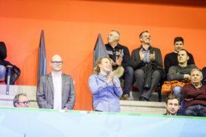 Ilka Štuhec je bila ob stoječih ovacijah in vzklikih navijačev navdušena.